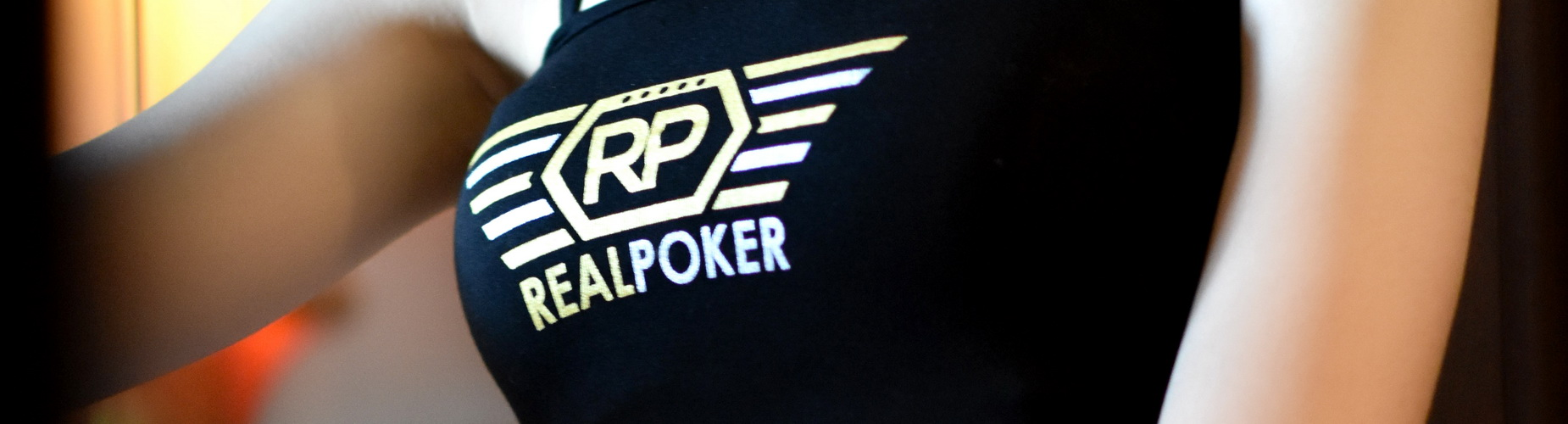 Poker face players in online poker